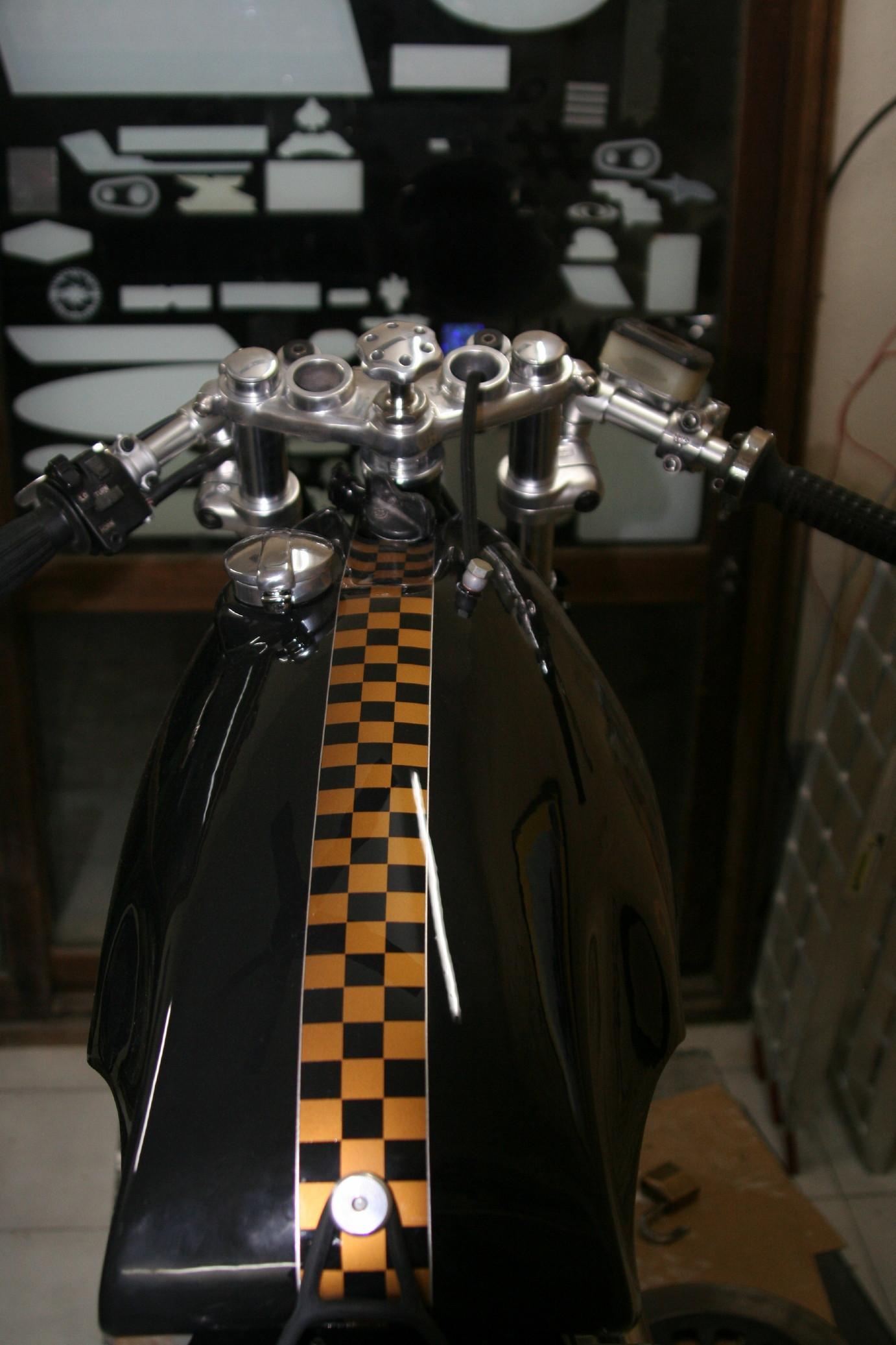 Sobre la moto y a raja pela - 2 5